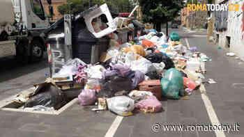 VIDEO   Monnezza tour,  ora i rifiuti invadono anche la pista ciclabile