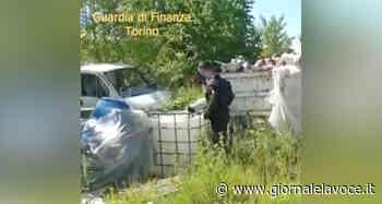 SETTIMO TORINESE. Cumuli di rifiuti abbandonati a pochi passi dall'autostrada - giornalelavoce