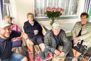 """Jeanne 'van Nestor' blaast honderd kaarsjes uit in eigen huis: """"Ik heb goeie vrienden, goeie kameraden, ik heb alles"""""""
