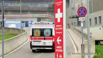 Con l'auto contro due ciclisti tra Crevacuore e Coggiola: padre e figlio (di 16 anni) al Pronto soccorso, non sono gravi - La Stampa