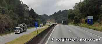 Desatrelamento de carreta interdita parcialmente BR-116 em Campina Grande do Sul - Mobilidade Curitiba