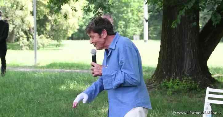 """Gianni Morandi racconta l'incidente alla mano: """"Così sono uscito dal rogo. Qualcuno mi ha guardato dal cielo"""" – Video"""