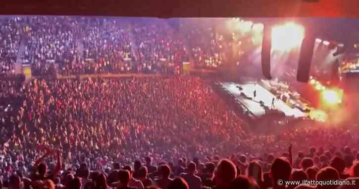 Foo Fighters, primo concerto dall'inizio della pandemia: l'esibizione davanti a 20mila persone al Madison Square Garden di New York