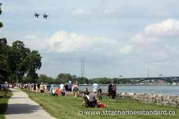 Thousands set up on Fort Erie waterfront over weekend to take in Buffalo air show - StCatharinesStandard.ca