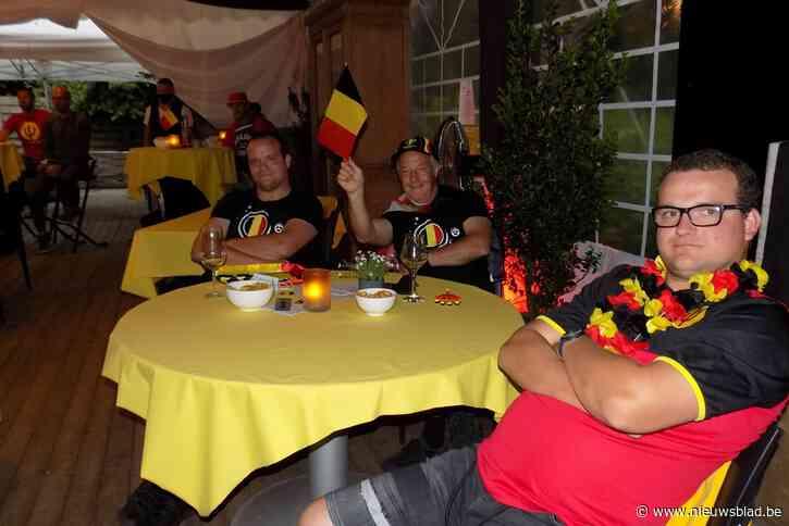 Fans genieten in gezellige setting van match