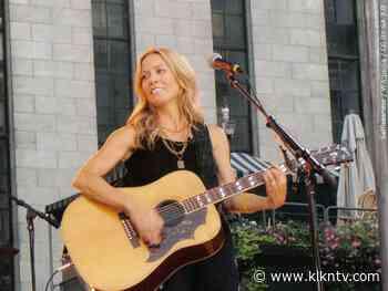 Country music star Sheryl Crow plays Pinewood Bowl - KLKN