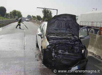 Ravenna, pauroso incidente: un'auto prende fuoco dopo un tamponamento - Corriere Romagna