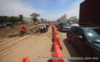 Caos vial por socavón y trabajos en distribuidor de Guayabal Centro - El Heraldo de Tabasco