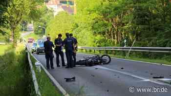 Motorradfahrer stirbt bei Frontalzusammenstoß nahe Berching - BR24
