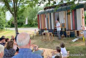 Wandelingen vol theater en weetjes in alle zestien Bilzense dorpen
