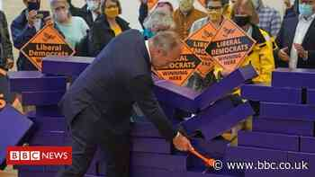 Chesham and Amersham: Lib Dems overturn big Tory majority in by-election upset