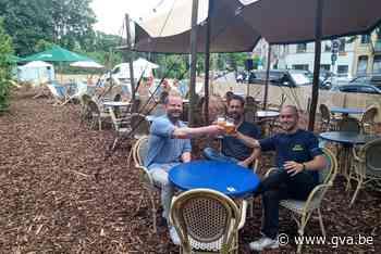 Ongebruikte berm getransformeerd in zomerbar Café Corbusier - Gazet van Antwerpen