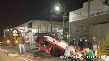Fuerte volcadura deja dos lesionados en Santa Rosa Panzacola - Oaxaca MX - Agencia Oaxaca MX