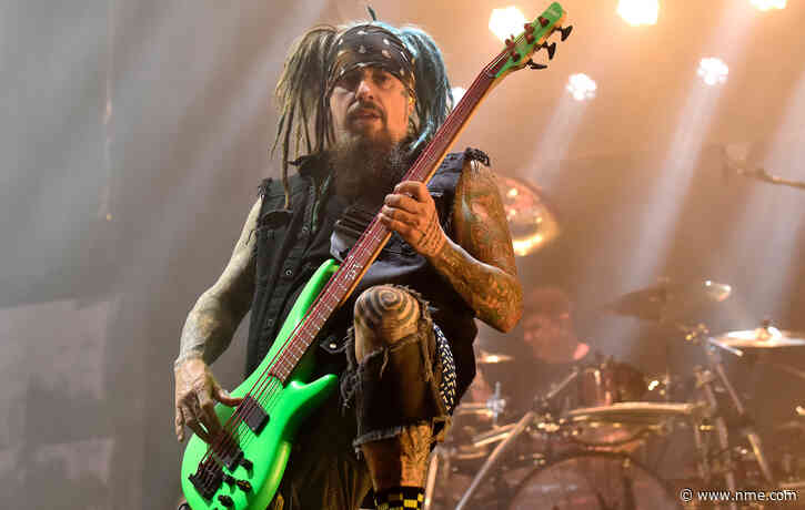 """Korn bassist Fieldy announces touring hiatus to deal with """"bad habits"""""""