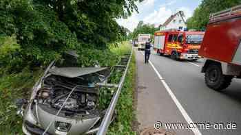 B 54 in Kierspe-Bollwerk: Autofahrer gerät hinter die Leitplanke - come-on.de