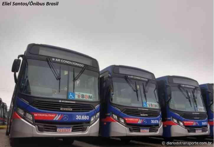 Greve de ônibus em Guarulhos é parcial na manhã desta segunda (21). Ônibus começaram a deixar a garagem por volta de 07h - Adamo Bazani