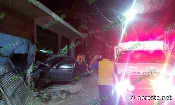 Automóvil se impacta contra vivienda en Xalapa; un lesionado - NORESTE