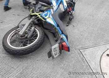 Luego de chocar contra taxi, motociclista resulta lesionado en Xalapa - Imagen del Golfo