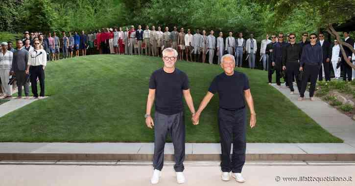 """Giorgio Armani torna a sfilare in presenza con una collezione Uomo rivoluzionaria. Porta in passerella bermuda di seta e dice: """"Mi vergogno di far parte di questo gregge supponente"""""""