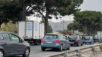 Palermo, viale Regione un inferno: caldo e traffico in tilt con un'ora di code - Giornale di Sicilia