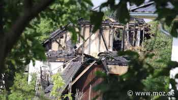 Hausbrand: Schweigeminute für toten Feuerwehrmann – Feuerwehrverein Ahrensfelde richtet Spendenkonto ein - moz.de