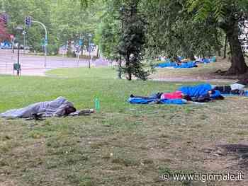 Il centro di Milano diventa dormitorio per immigrati