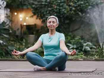 Yoga per ringiovanire: posizioni per over 70