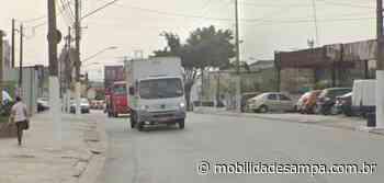 Automóvel colide com muro na Avenida do Oratório no Jardim Guairacá - Mobilidade Sampa