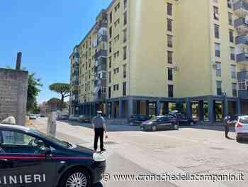Arzano, vede i carabinieri e getta la droga: preso pusher 48enne - Cronache della Campania