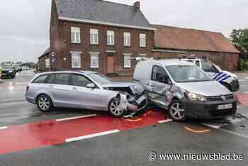 Moeder en peuter naar ziekenhuis na ongeval op gevaarlijk kruispunt