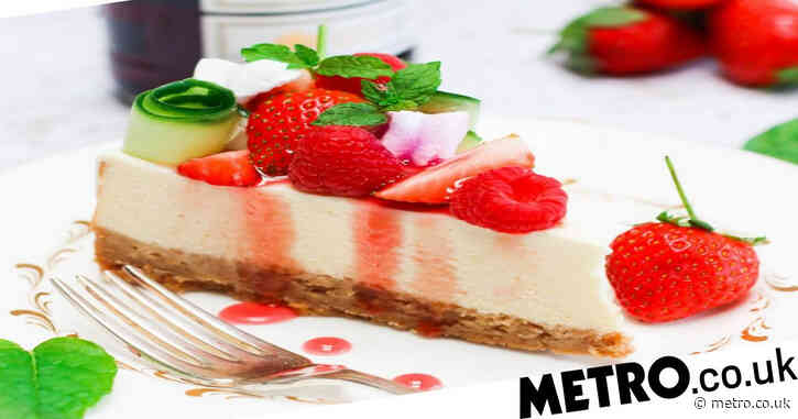 This strawberry and Pimm's cheesecake recipe is the perfect dessert to get ready for Wimbledon