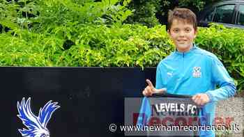Levels youngsters sign academy contracts - Newham Recorder