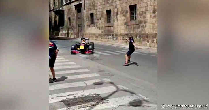 A Palermo si gira lo spot con la monoposto di Formula Uno: traffico bloccato in tutta la città e automobilisti inferociti – Video
