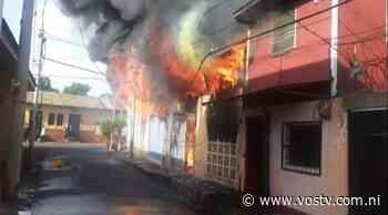 Incendio en barrio Santa Ana deja afectaciones en 3 viviendas • VosTV - VosTV