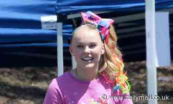 JoJo Siwa brings back her signature hair bow on the LA set of her Peacock TV series