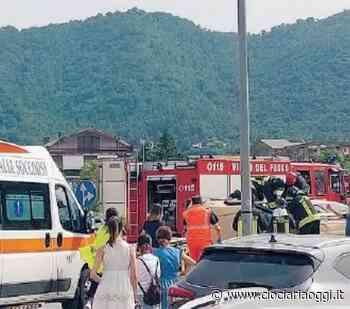 Incidente sulla Cassino-Formia, auto si ribalta dopo lo schianto: cinque coinvolti - ciociariaoggi.it