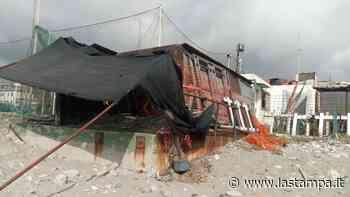 Savona, i vandali tornano nell'ex La Playa: sfondati vetri per entrare nei locali - La Stampa