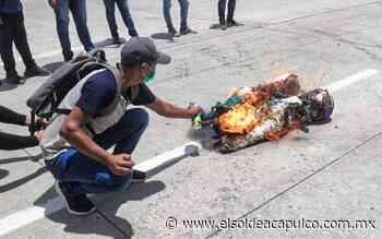 Bloquean la Autopista de Sol egresados de Ayotzinapa - El Sol de Acapulco