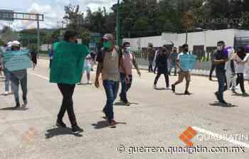 Bloquean egresados de Ayotzinapa acceso a la Autopista en Chilpancingo - Quadratin Guerrero