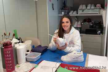 """Louise (24) beschildert sneakers: """"Van pepers voor saladbar tot naam van toekomstige baby"""""""
