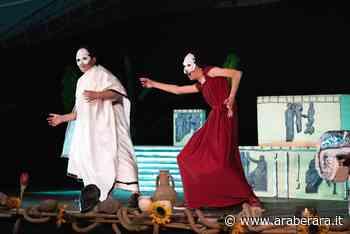 """SOVERE - I ragazzi della scuola Media hanno messo in scena la commedia """"Le donne al parlamento"""" di Aristofane, un testo divertente quanto profondo ed attualissimo - Araberara"""