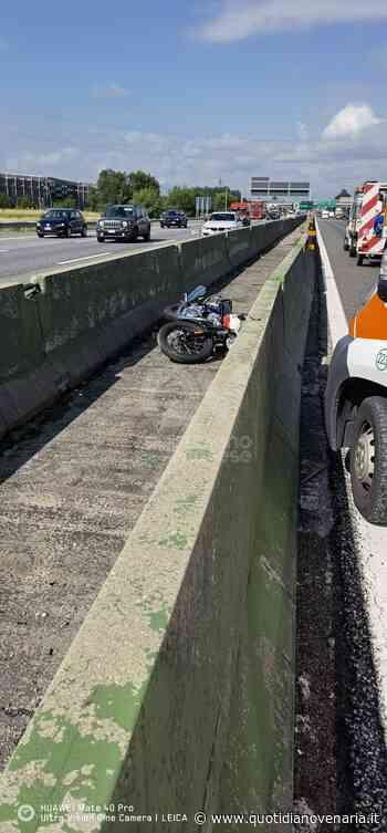 COLLEGNO - Perde il controllo della moto e finisce in mezzo allo spartitraffico della tangenziale - FOTO - QV QuotidianoVenariese