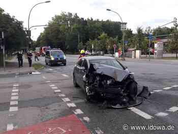 Vorfahrt missachtet - Auto kollidiert in Landshut mit einem Bus - idowa