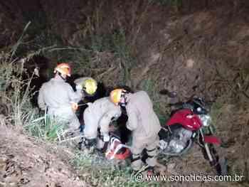 Jovem cai com moto em vala de escoamento de água em Sinop - Só Notícias