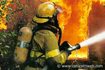 Villaseta, vasto incendio minaccia abitazioni: paura per i residenti - Canicatti Web Notizie