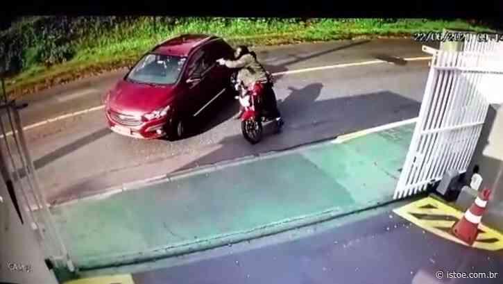 Mulher é morta a tiros por motociclista em Curitiba - ISTOÉ