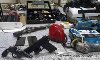 Quatro suspeitos são presos com armas e veículo roubado em Curitiba - Banda B - Banda B
