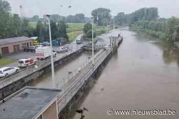 Overlast door mankement aan stuw: water raakt niet meer afgevoerd naar Dender<BR />