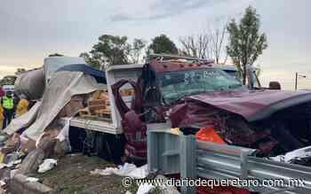 Carambola deja pérdida total de vehículos en la cuota a Celaya - Diario de Querétaro