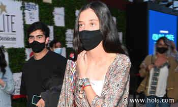 Victoria de Marichalar: Copia su look con un kimono estampado y vaqueros 'wide leg' - Hola